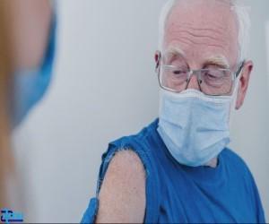 چرا سالمندان باید در اولویت واکسیناسیون کووید ۱۹ باشند؟